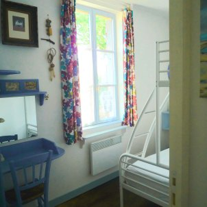 11) Bedroom 2: double bed with single bed over.