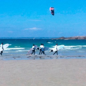 Surfing is very popular. Here at La Torche, international competitions.