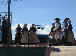 Breton dancing for a Beuzec wedding.